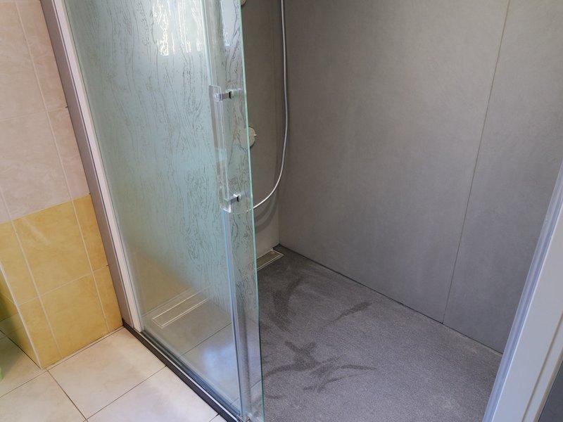 fabricant baignoire Changer votre baignoire par une douche sans joint.