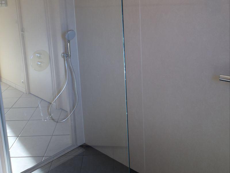 transformer douche en baignoire transformer sa baignoire en douche sur mesure la transformer. Black Bedroom Furniture Sets. Home Design Ideas